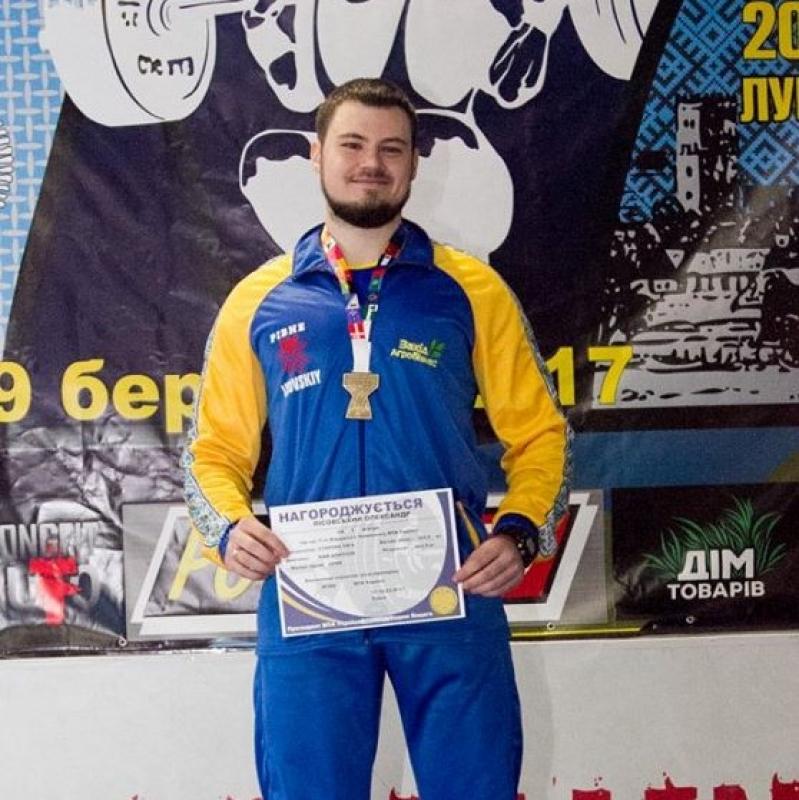 Від першого відвідування тренажерного залу до звання чемпіона. Олександр Лісовський